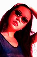 Woman with sunglass posing for the camera (thumbnail)