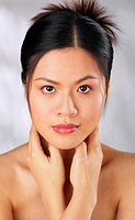 Woman with fair complexion (thumbnail)