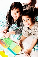 Boy and girl drawing pictures