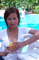 Woman holding a glass of orange juice (thumbnail)
