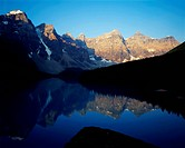 Moraine-Lake-Banff-National-Park-Alberta-Canada