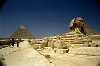 Sphinx-and-Pyramid,-Giza,-Cairo,-Egypt