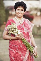 Portrait of a mature woman holding a bunch of flowers (thumbnail)