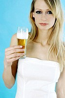 Woman holding a glass of beer (thumbnail)