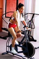 Woman in fitness wear exercising in the gym.