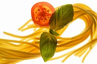 Spaghetti, tomato and basil