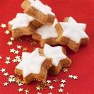 Cinnamon stars and small, golden stars
