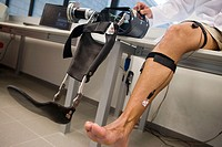 Biomechanics: researchers developing exoskeleton intended for people suffering from muscular weakness in the lower limbs. Fatronik Foundation, Researc...