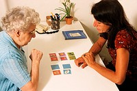 TESTING FOR ALZHEIMER´S DISEASE<BR>Photo essay from speech therapist´s office.<BR>Alzheimer´s patient.