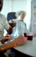 HOME FOR THE AGED<BR>Photo essay from hospital.<BR>Photo essay in nursing home for the elderly in Paris. Mealtime.