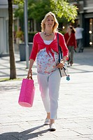 Pregant woman is shopping in shopping-center.