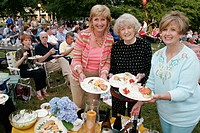 Alabama, Huntsville, Burritt on the Mountain, Knology City Lights Concert Series, lawn, audience, eating, food,