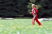 Jogs woman, young, edge of the forest,  Flower meadow, kinetic blurring,  20-30 years, nature, meadow, track suit, red, trains, condition, endurance, ...