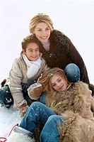 Mother, children, cheerfully, playing,  Snow, group picture, winters  Leisure time, season, woman, 25-35 years, son, daughter, boy, girls, 6-12 years,...