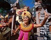 Indonesia, Bali, Legong-Tänzerinnen,  Barong-Tänzer, movement, detail  Little one Sundainseln, island, women, Balinesinnen,  Dancers, folklore clothin...