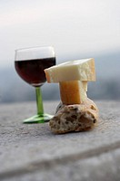 Red wine glass, Ciabatta, cheese piece,    Wine glass, red wine, bread, Ciabatta-Brot, cheese, milk products, food, Italian, specialty, snack, food, q...