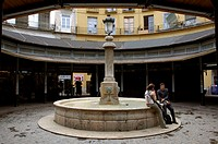 Spain, Valencia, Plaza Redondo,  Wells, tourists,   House facades, inner courtyard, place, water game, column, lantern, streetlight, couple, conversat...