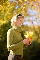 Woman, young, blond, happily, fall foliage,  collects, half portrait, on the side,   Series, 20-30 years, happiness, naturalness, contentment, serenit...