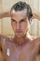 Man, takes a shower, hair laundry, portrait,    20-30 years, 30-40 years, dark-haired, shower, cleans, one-shampoos, personal hygiene, body hygiene, h...