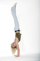 Woman, young, handstand, happy,    Series, 20-30 years, blond, leisurewear, gaze camera concentration effort fun enjoyments, ´Kopfstehen´, skill, fitn...