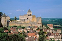 Château de Castelnaud and Castelnaud-la-Chapelle village. Perigord, France