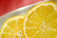 Close-up of slices of lemon (thumbnail)
