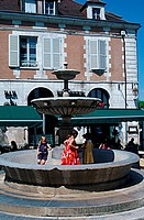 Children, playing, at, fountain, Place, St., Nikolas, Auxerre, Burgundy, France