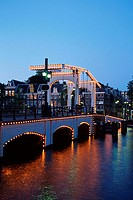 Draw, bridge, ´Magere, Brug´, in, the, evening, Amsterdam, Netherlands