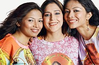 Portrait of three young women smiling (thumbnail)
