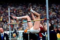 Meyfarth, Ulrike, * 4 5 1956, deut Sportlerin Leichathletik, Ganzfigur, bei einem Wettkampf, 1973, Hochsprung, Olympiasiegerin, Olympia, Siegerin, spr...