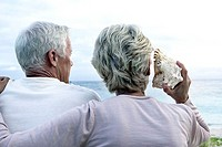 Beach, senior couple, mussel, sea view, back view, detail,