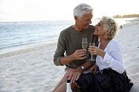 Sand beach, senior couple, champagne, drink, happy, detail, back light,