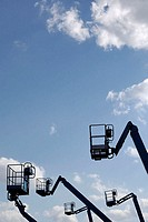 Outrigger-poor, hydraulic ramps, detail, cloud-heavens, from below, trucks, crane, outriggers, telescope-end-thrust, telescope-arm, work-stage, basket...