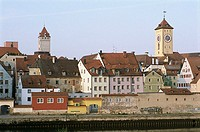 Germany, Bavaria, Regensburg, city-opinion, Danube, old part of town, summers, waiter-palatinate, city, river, houses, residences, towers, steeples, c...