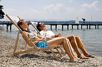 Shores, pair, deck chairs, relaxen, champagne-glasses, holds, series, people, sea, shores, gravel beach, love-pair, sits, lies, relaxation, recuperati...