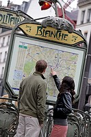 France, Paris, Montmartre, Metro-Station Blanche, pair, young, back-opinion,