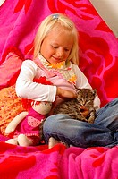 Girls, smiles, doll, kittens, cuddles, series, people, 5 years child toddler blond scarf, happily, childhood, Kuscheldecke, blankets, sits, animal, pe...