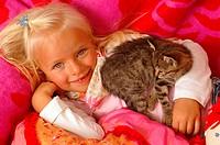 Girls, smiles, kittens, cuddles, lies, portrait, series, people, 5 years, child-portrait, child, toddler, blond, gaze camera, childhood, Kuscheldecke,...