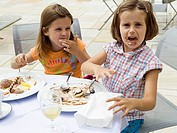 Terrace, girls, two, ice, detail, eats series, people children friendship friends sisters, twins, 6 years, sits, face, mouth-part, dirty, smears, plat...