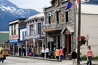 USA, Alaska, Skagway, ´Klondike Goldrush national Historic park´ place-opinion Arctic Brotherhood reverberation, passers-by, no mr, North America, sou...