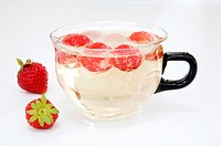 Strawberries in cup uf sparkling water