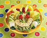 Green salad with fruit