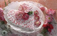 Heart-shaped cake with rose decoration