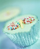Cup-cake with coloured sprinkles in silver case