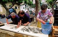 Cooking sardines. Old harbour. Algorta (Getxo). Vizcaya. Euskadi. Spain.