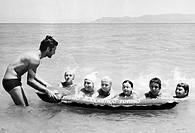 turismo scolastico, lezione di nuoto, 1975