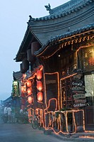China, Shaanxi, Pingyao, resturant, outdoors, dusk