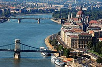 Hungary, Budapest, the Danube, the Chain Bridge and the Parliament