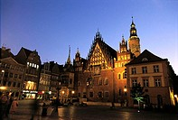 Poland, Wroclaw, market place at night