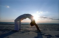 tuscany, rosignano solvay beach, power yoga exercises